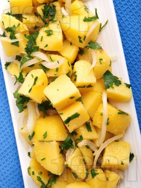 Картофена салата с лук и магданоз - снимка на рецептата